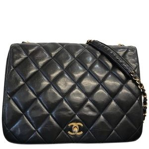 Chanel classic Flap quilted CC logo